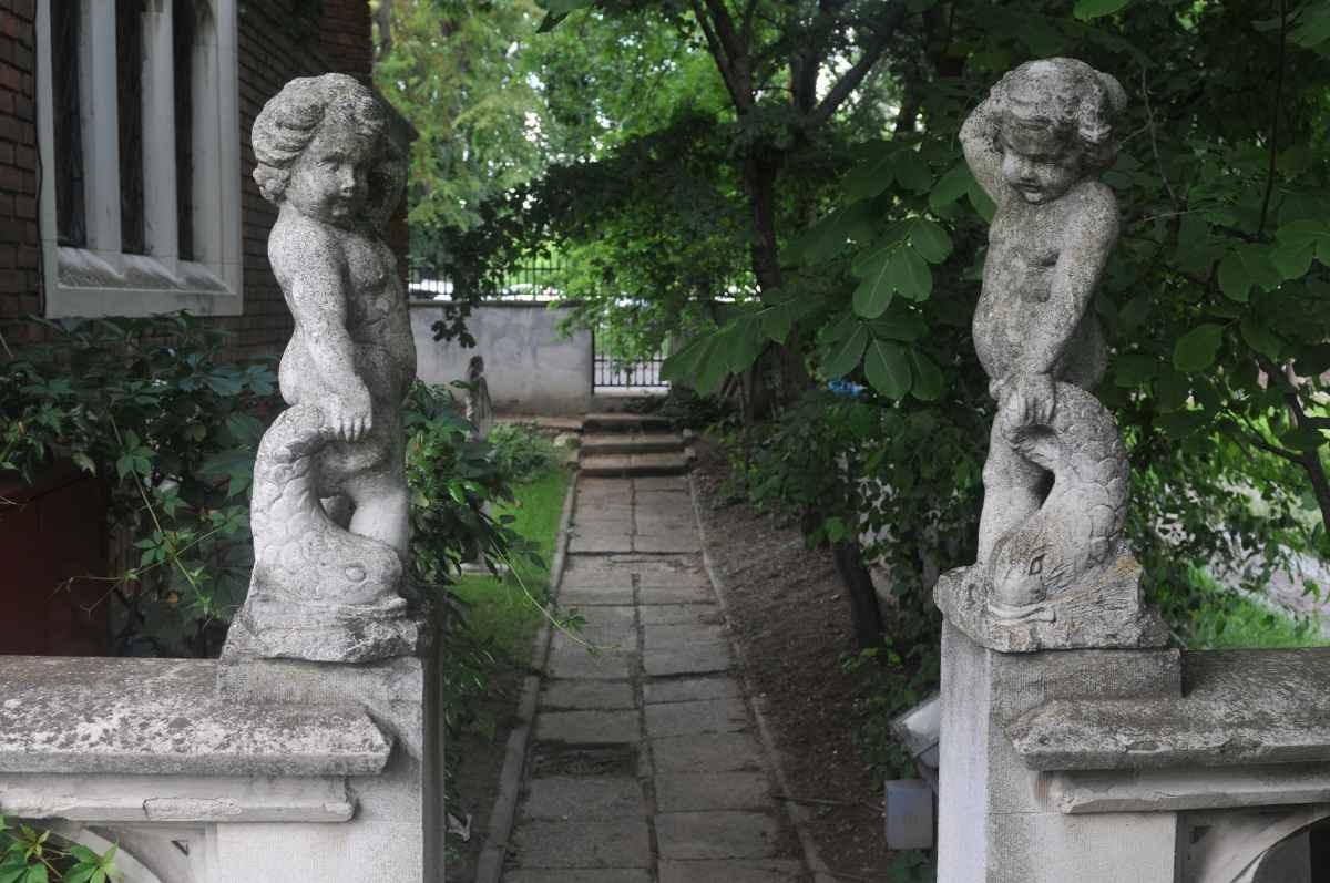 """locuri neștiute din bucurești Muzeul de Artă Veche Apuseană """"Ing. Dumitru Furnică-Minovici"""""""