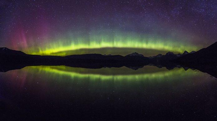 câmp magnetic aurora boreală