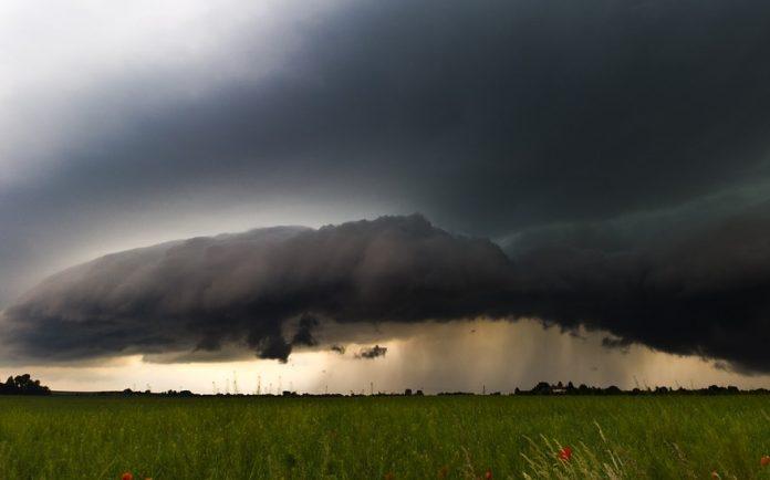 nori furtună cod ploi torențiale ploaie
