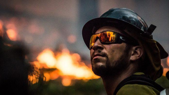 foc pompier incendiu