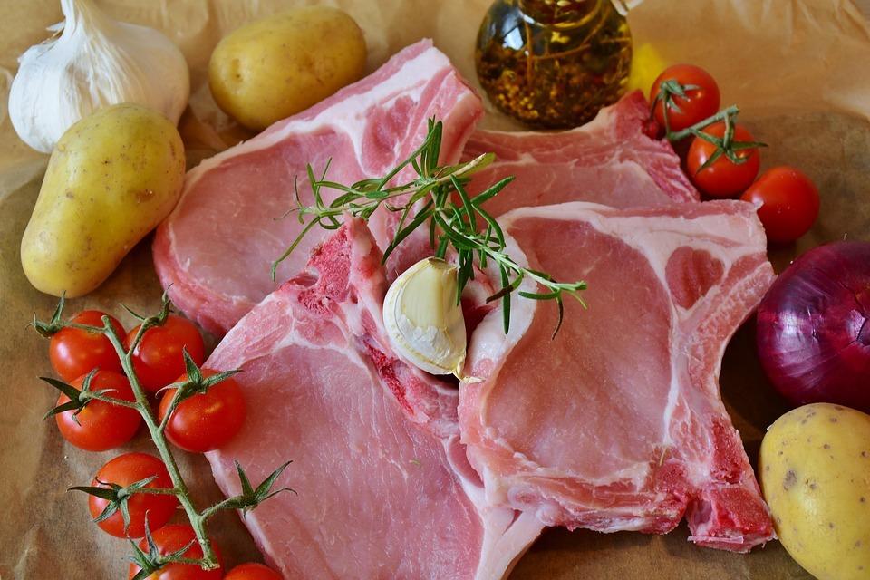 Un studiu spune că nu ar fi dăunător pentru sănătate carnea roșie FOTO: RitaE/Pixabay.com