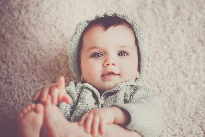 care este prenumele numele copil bebeluș