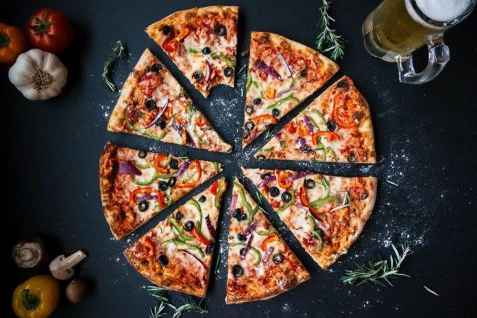 câte calorii are o felie de pizza