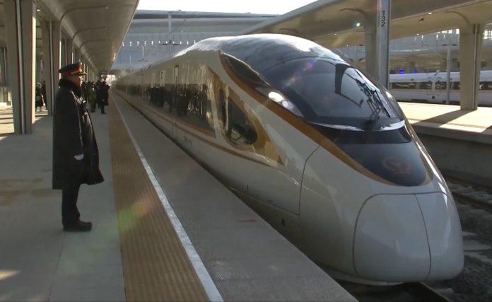 primul tren fără mecanic 350 km/h chine