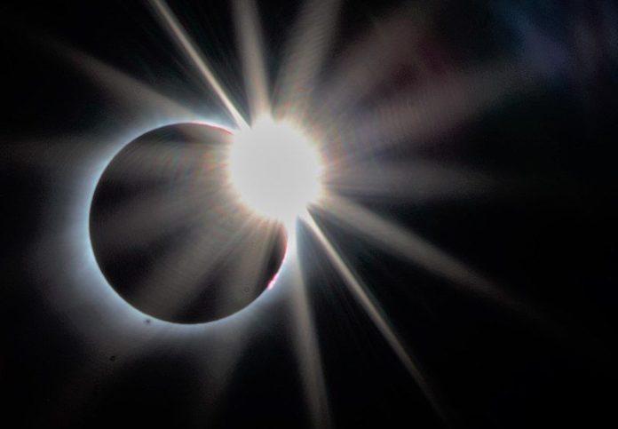 eclipsă totală de soare