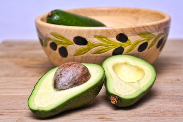 Câte calorii are un avocado FOTO: GerDukes/Pixabay.com