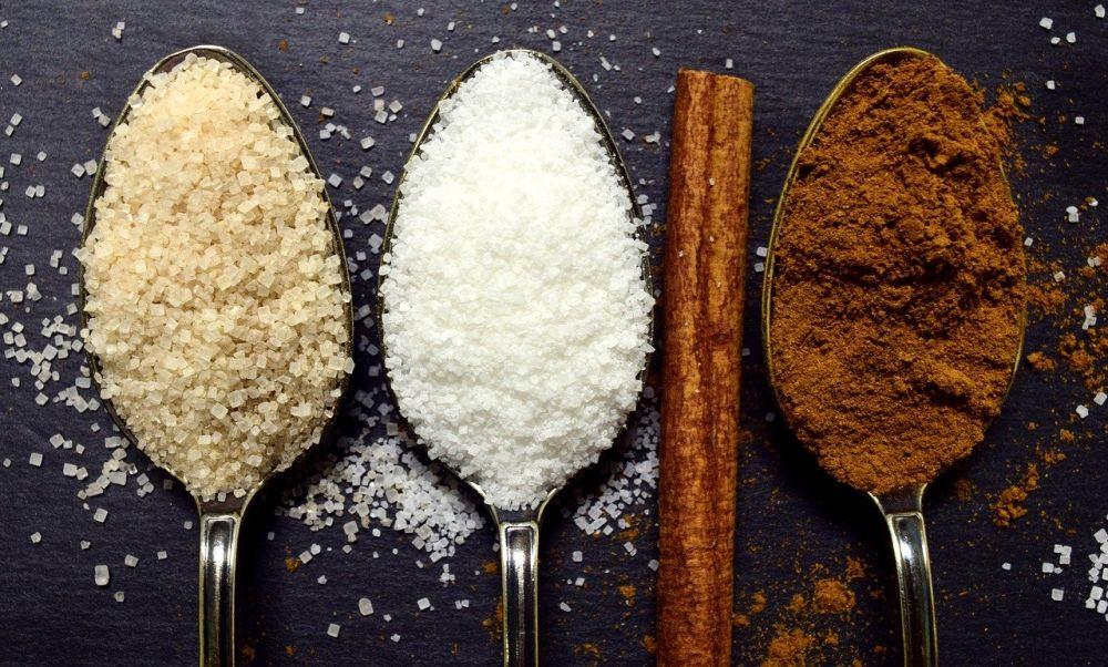 câte calorii are o linguriță de zahăr alb brun