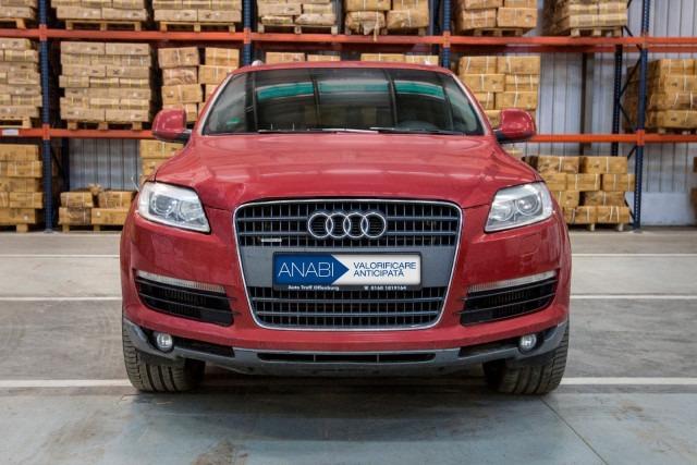 Un Audi Q7 este scos la licitație