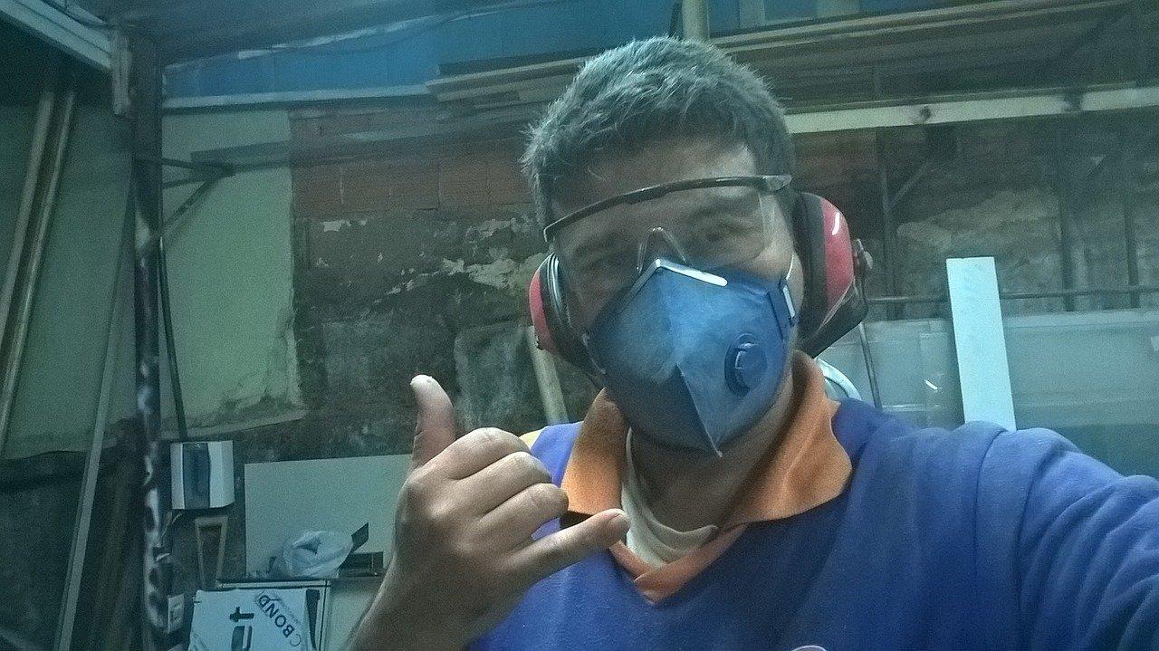 angajat muncitor mască de protecție