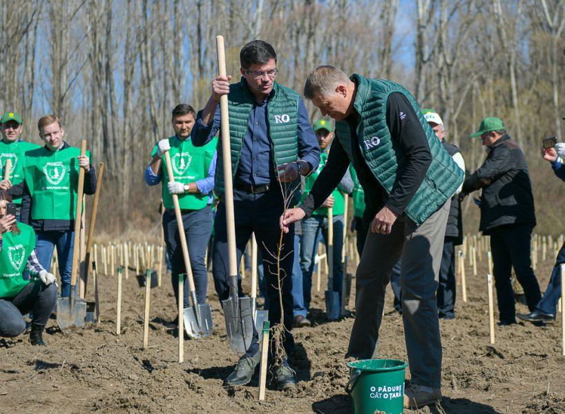 Costel Alexe, alături de președintele Klaus Iohannis, în perioada în care era ministrul Mediului FOTO: presidency.ro