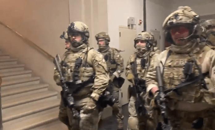 Trupele FBI SWAT au scos trumpiștii din clădirea Capitoliului FOTO: Captură Twitter