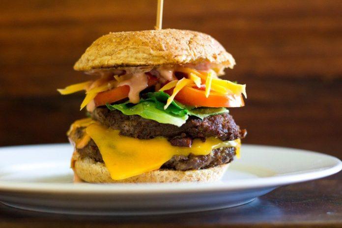 câte calorii are un hamburger