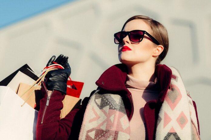 cumpărături haine femeie