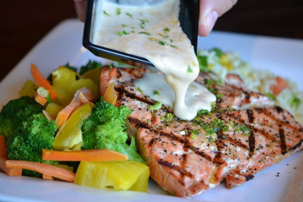 câte calorii are peștele somon