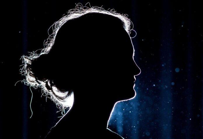 femeie siluetă umbră