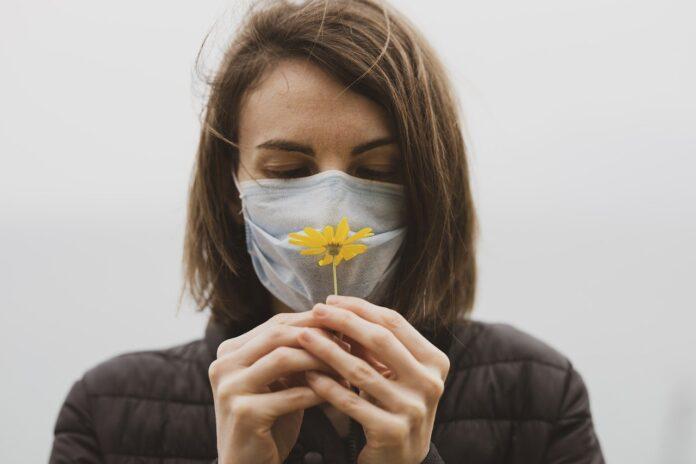 mască floare femeie