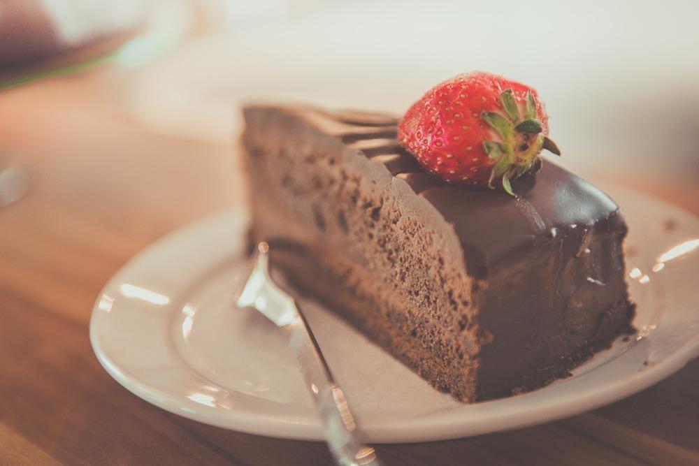 câte calorii are o felie de tort de ciocolată
